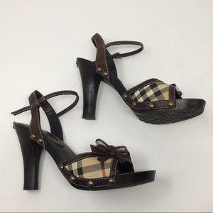 Burberry brown wooden stud bow heels